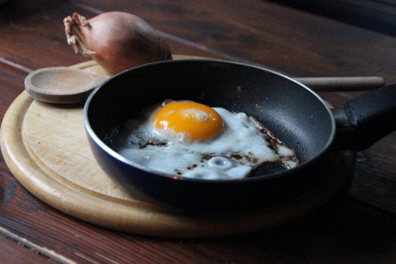 Stekpanna-med-ägg
